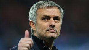Jose Mourinho amatör futbolculuk daha sonra ise teknik direktör tercümanlığı yapmıştır.