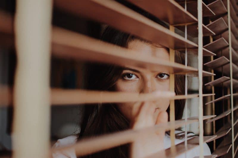 Özgüveni Düşük İnsanların Bilinen 8 Davranışı
